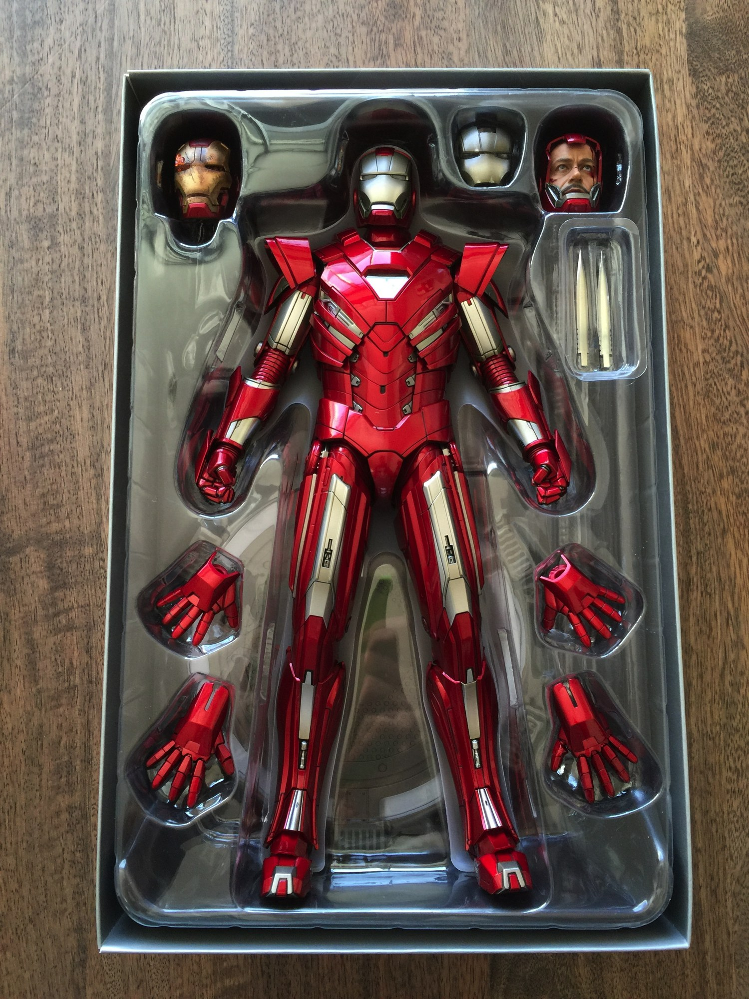 Coolest Man Toys : Cool stuff hot toys iron man mark sixth scale figure