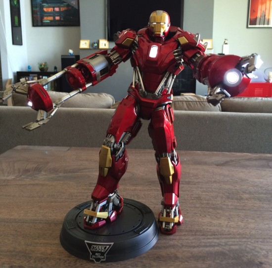 Hot Toys Iron Man Red Snapper Sixth Scale Figure