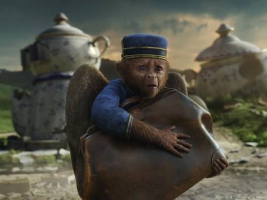 [Disney] Le Monde Fantastique d'Oz (13 mars 2013) - Page 4 Oz-Great-and-Powerful-monkey-550x412