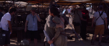Star Wars: The Force Awakens: jj abrams hugs daisy ridley on set
