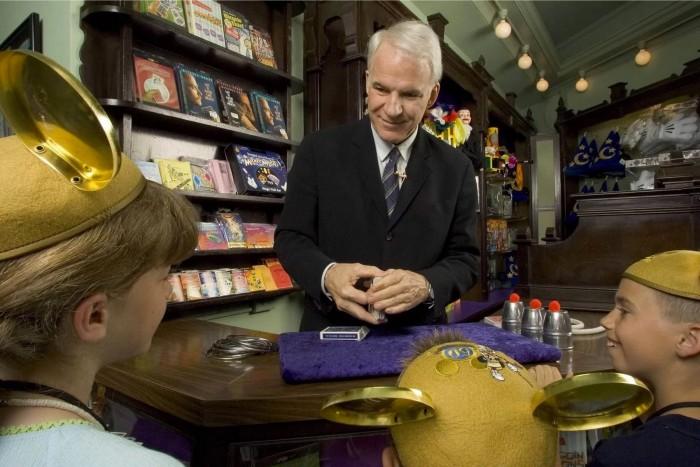 Steve Martin performs magic