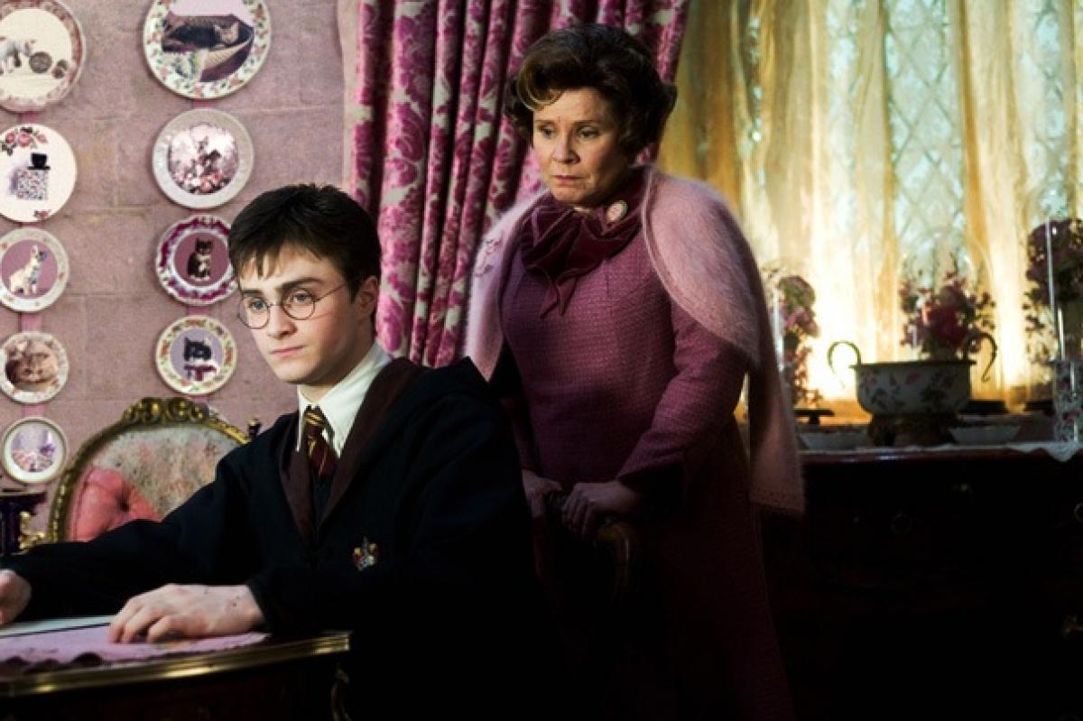 http://www.slashfilm.com/wp/wp-content/images/harrypotterumbridge.jpg