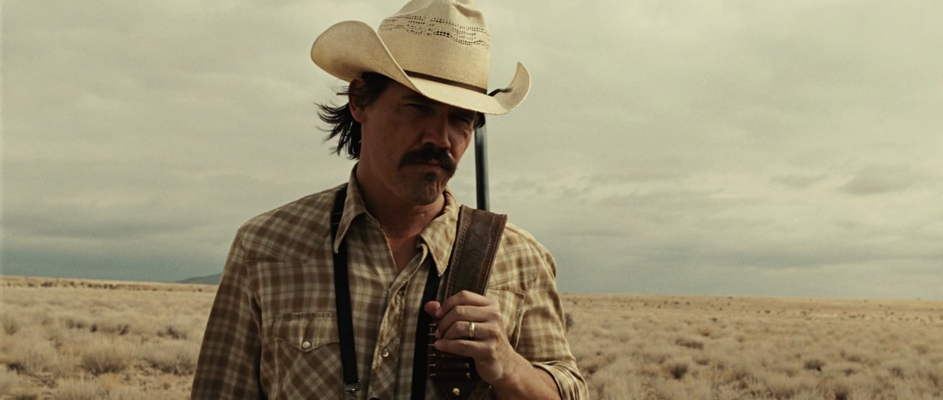 no country for old men synopsis The man exuded controlled evil, and i found myself not breathing when he came onto screen, yet couldn't take my eyes from him - a truly mesmerising presence tommy lee jones turns in a belter of a performance, and mention should also be made of kelly macdonald who nails a faultless texan accent alongside a multi-layered performance (despite the.