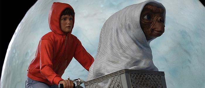 E.T. The Extra-Terrestrial Statue