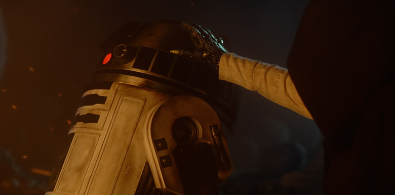 R2-D2 in The Force Awakens