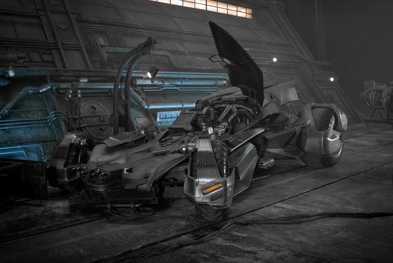Justice League's Batmobile - Batman's new technology