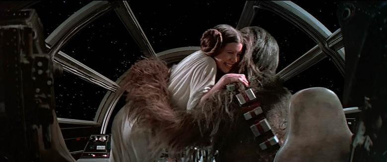 star wars - leia hugging rey in the force awakens