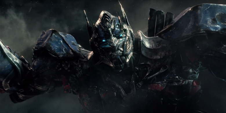 Transformers The Last Knight - Optimus Prime Fighting Bumblebee