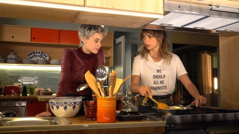 Penélope Cruz and Milena Smit as Janis and Ana in Parallel Mothers
