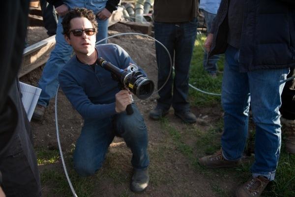 Super 8 JJ Abrams on set
