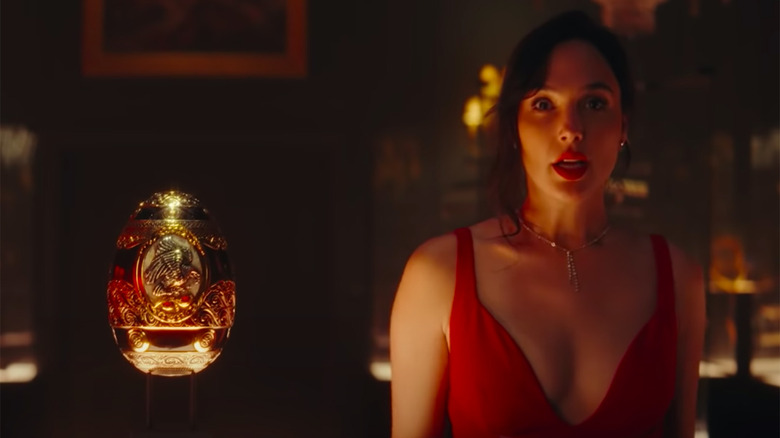 Red Notice Clip: Gal Gadot, Dwayne Johnson And Ryan Reynolds Fight Over A Shiny Egg