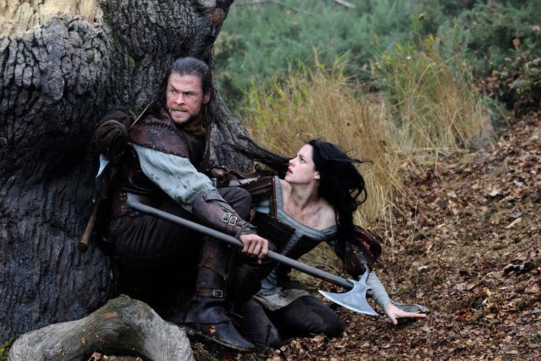Snow White and the Huntsman - Chris Hemsworth and Kristen Stewart