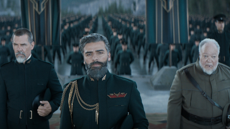 """(L-r) JOSH BROLIN as Gurney Halleck, OSCAR ISAAC as Duke Leto Atreides and STEPHEN MCKINLEY HENDERSON as Thufir Hawat in Warner Bros. Pictures' and Legendary Pictures' action adventure """"DUNE,"""" a Warner Bros. Pictures release."""