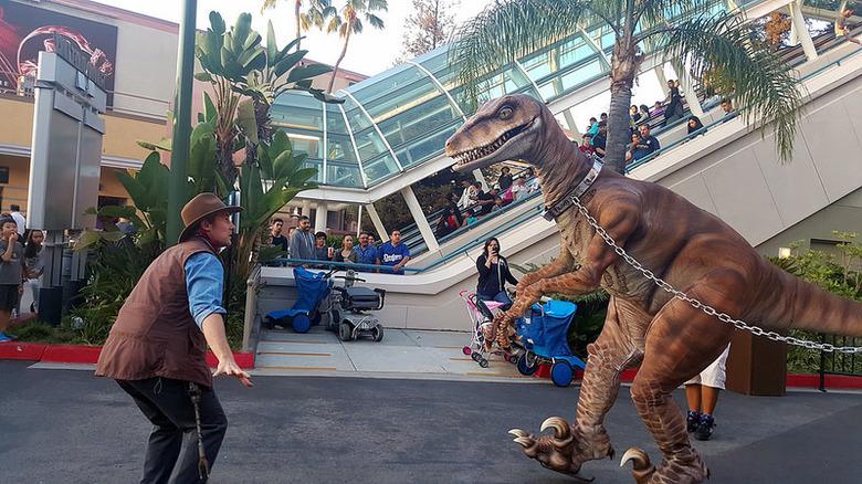 universal studios hollywood raptor encounter