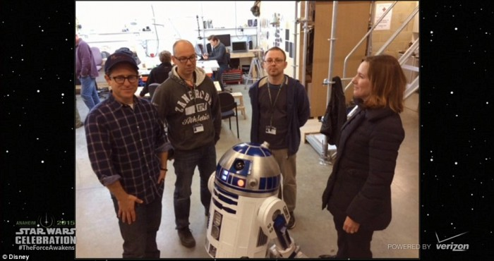 Steeples, co-worker Lee Towersey and R2D2 are seen visiting with Abrams and producer and LucasFilm President Kathleen Kennedy Read more: http://www.dailymail.co.uk/tvshowbiz/article-3042280/JJ-Abrahams-greets-super-fans-ahead-release-Star-Wars-Episode-VII-Force-Awakens-second-trailer-featuring-Harrison-Ford-Carrie-Fisher.html#ixzz3jwdLiQ7y Follow us: @MailOnline on Twitter | DailyMail on Facebook