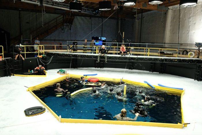 Avatar 2 set photos - James Cameron above a pool