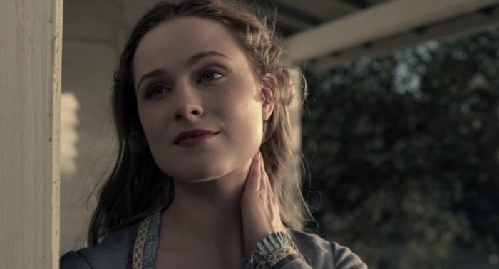 Dolores kills a fly westworld