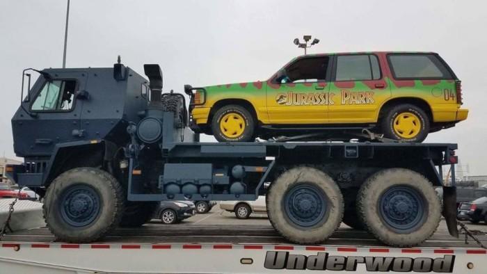 Jurassic World Fallen Kingdom Jeep set photo