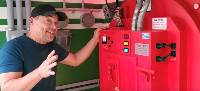 <div>The Morning Watch: Building a 'Ghostbusters' Firehouse Playhouse, Behind the Scenes of '300' & More</div>