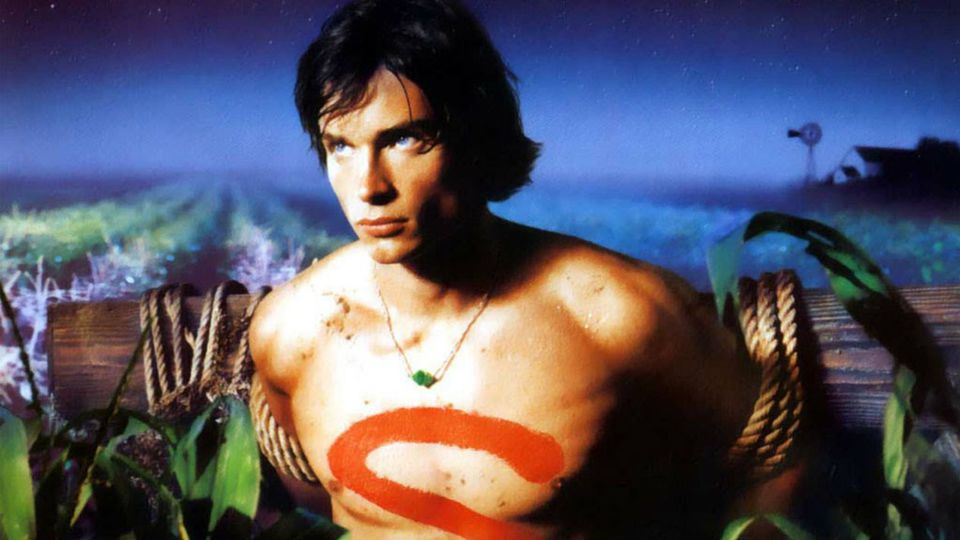 Why We Never Saw The Full Smallville Superman Costume