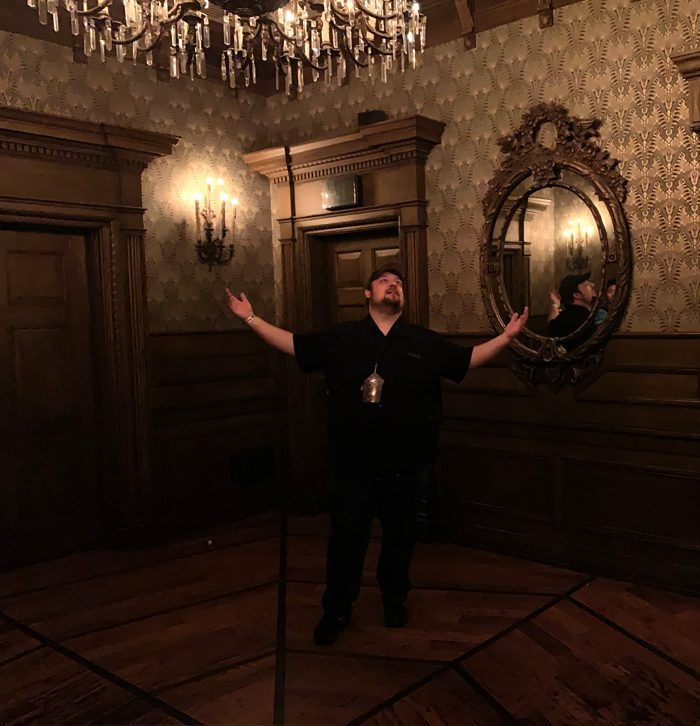 Vespe Haunted Mansion foyer