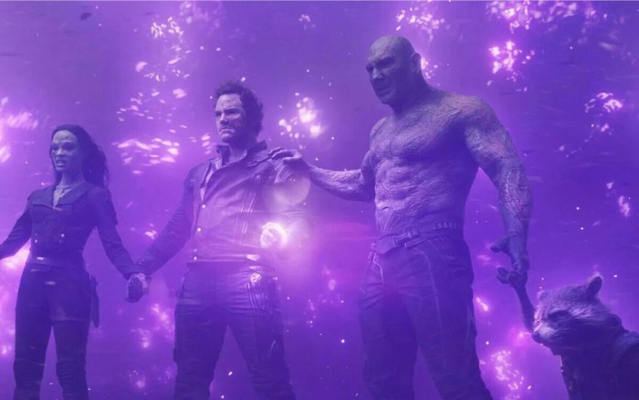 guardians of the galaxy peter quill holds the infinity stone
