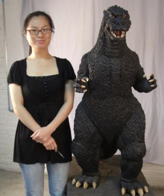 "Life-Size Godzilla ""Kawakita"" Statue"