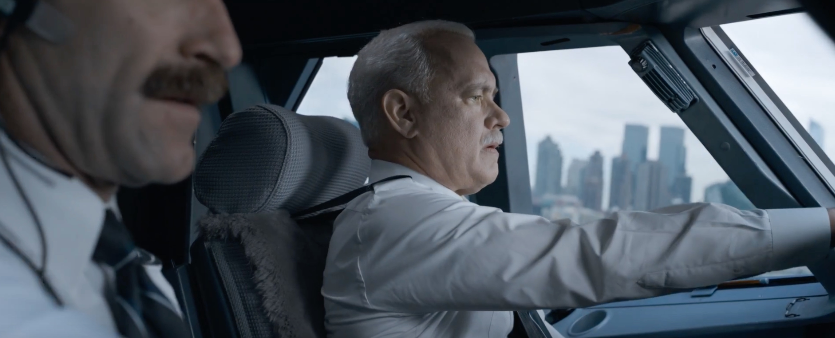 sully trailer tom hanks is into captain sully
