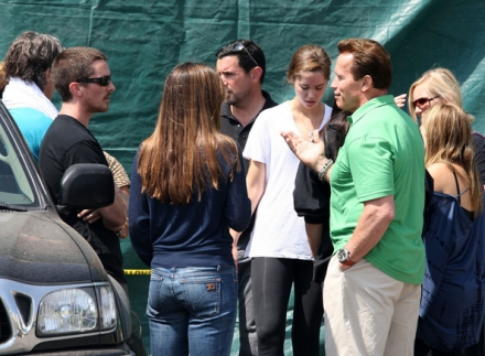 who is arnold schwarzenegger wife. wife chatting with Arnold