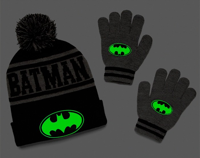 batman-glow-winterhatgloves