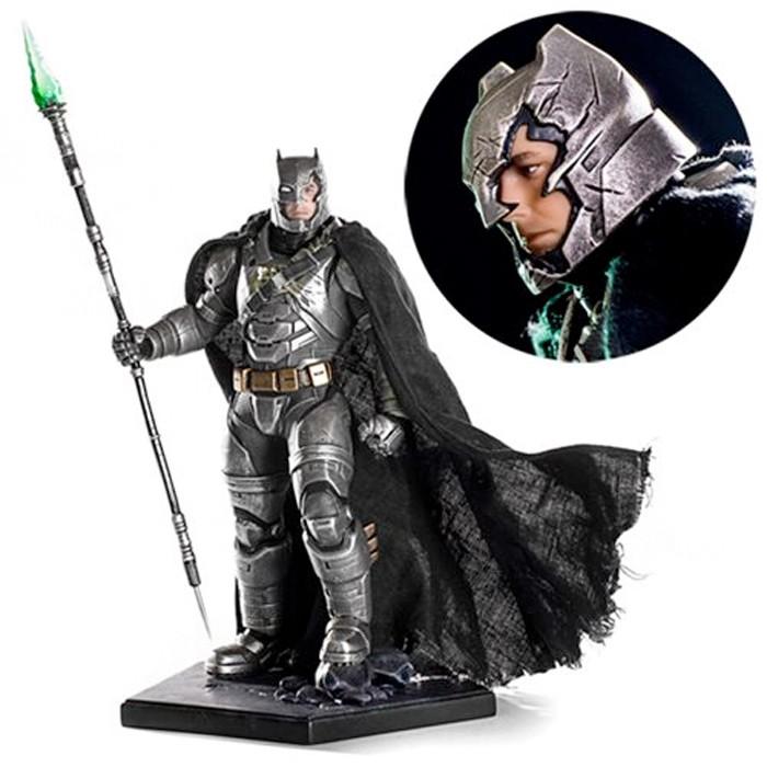 Batman v Superman - Armored Batman Statue