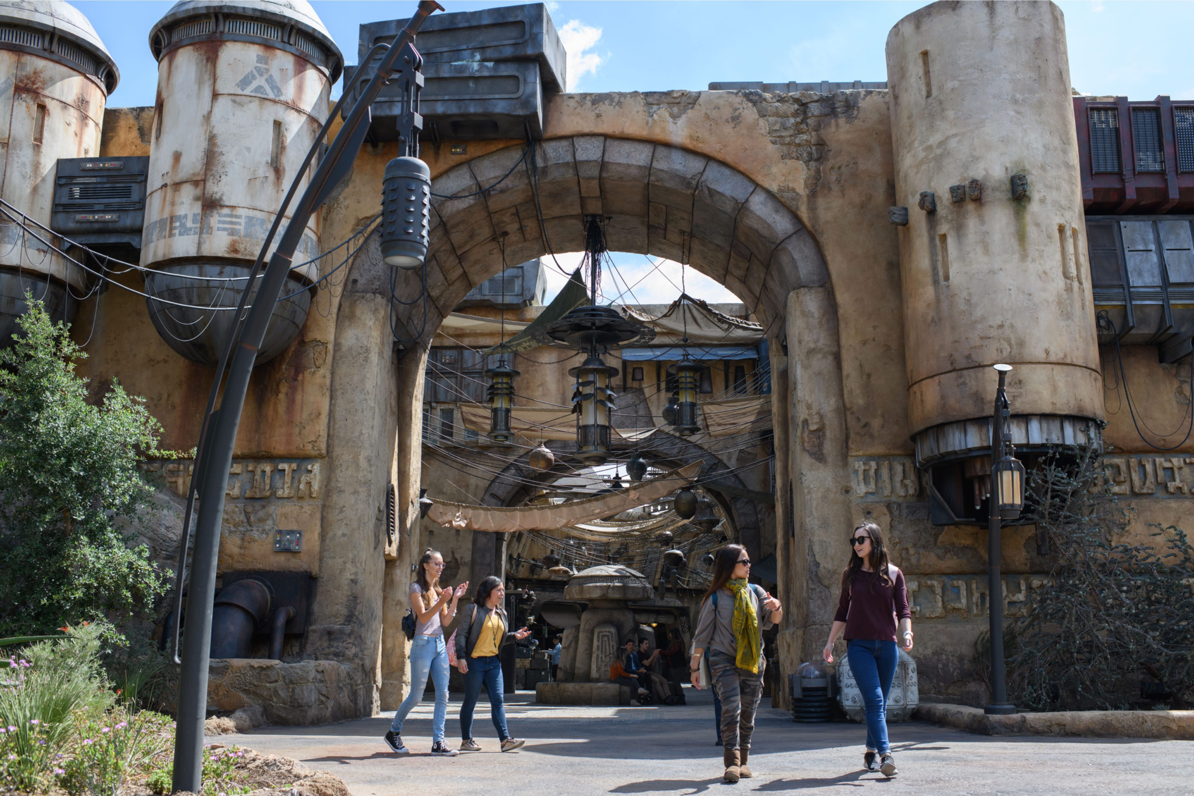 9a644ca6 (Disneyland's Star Wars: Galaxy's Edge opens this week and it's too big and  too immersive to be contained in a single review. Our extensive coverage  will be ...