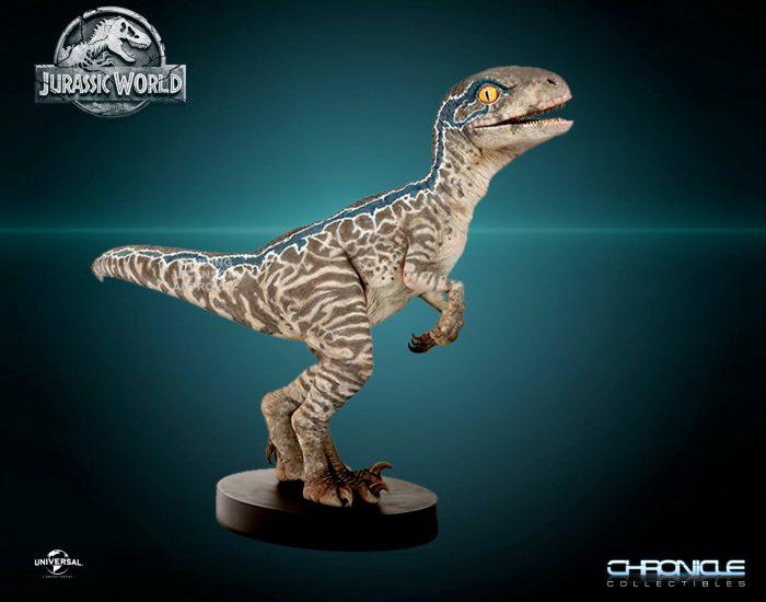 Jurassic World Fallen Kingdom - Life-Size Baby Blue Velociraptor
