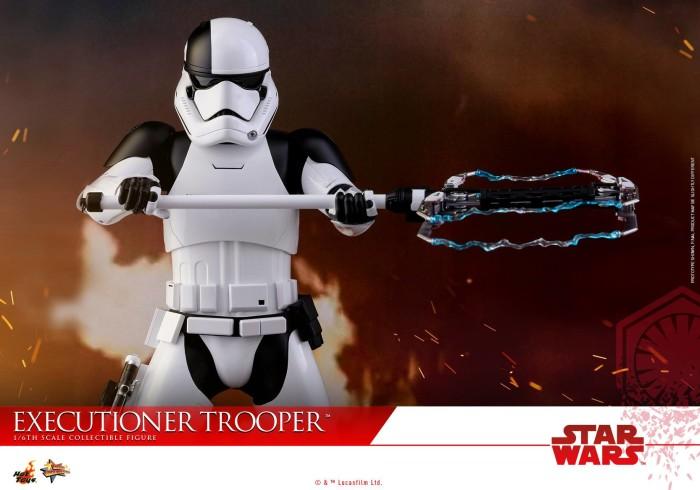 last-jedi-executioner-trooper-hot-toys