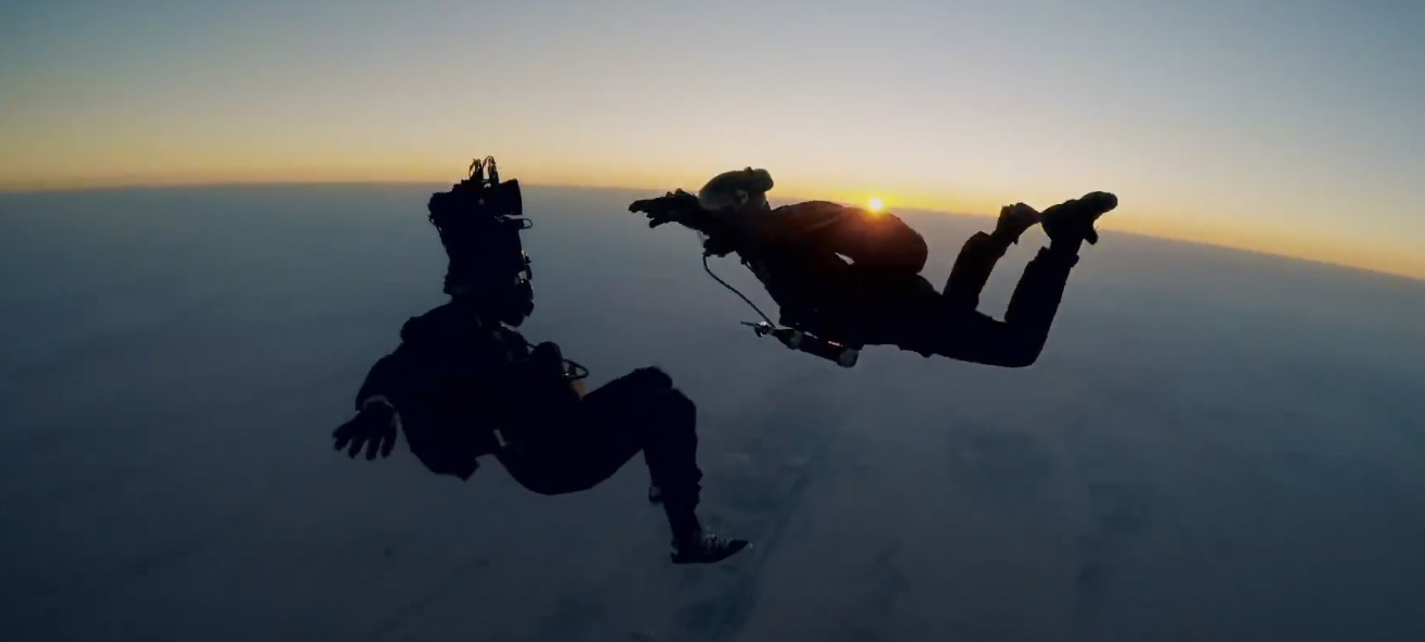 Watch The Insane Tom Cruise Mission Impossible Skydive Stunt Featurette