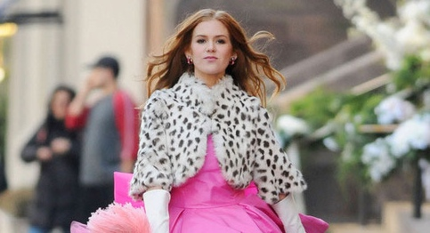 Disney Has Released The First Trailer For Big Screen Adaptation Of Confessions A Shopaholic Isla Fisher Stars As Rebecca Bloomwood