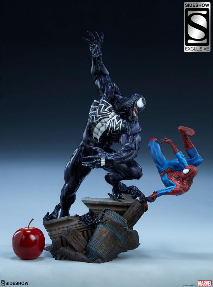 Spider-Man vs Venom Statue