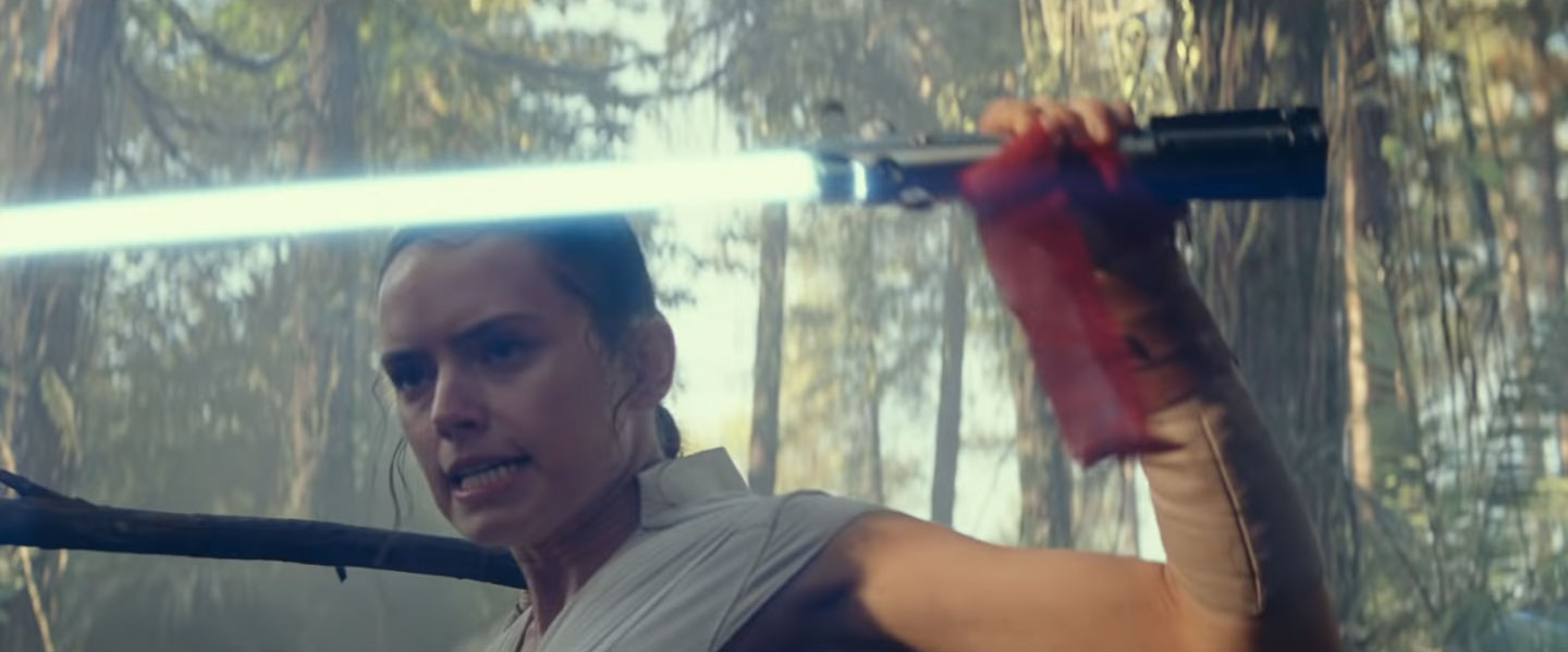 First Look At Rey Lightsaber In Star Wars The Rise Of Skywalker Film