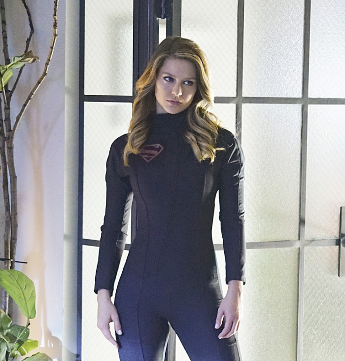 supergirl-darksuit1