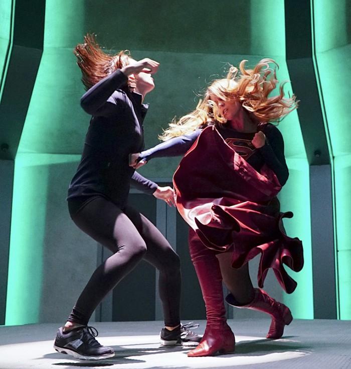 supergirl-fight-midseason