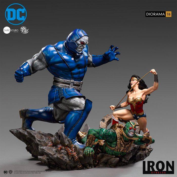 Wonder Woman vs Darkseid Statue