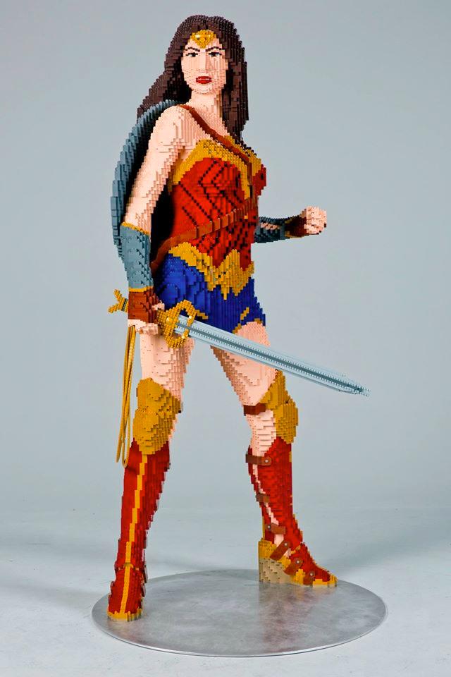 wonderwoman-lego-statue